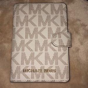 Michael Kors passport wallet !